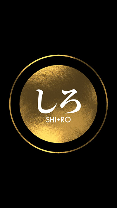 SHIRO welcomes you by showing you a golden circle that pulses on the surface of a black lacquerbox.